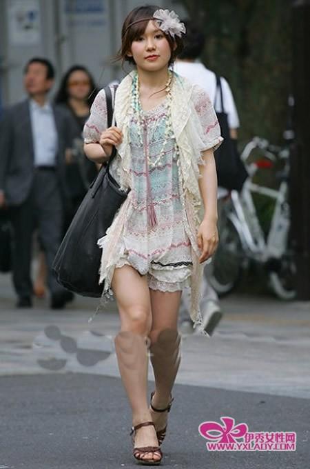 街拍日本街头时尚美女