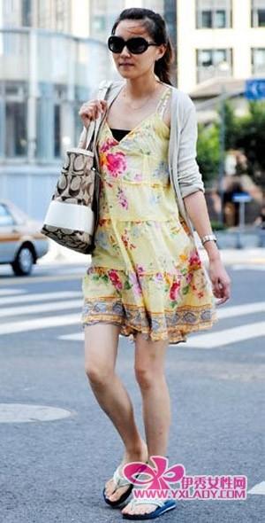 上海街拍 看美女街头裙舞飞扬