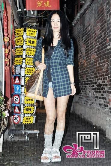上海 欧美/还以为袜子配凉鞋是老土到不行的穿法吗?别Out了,其实,这才是...