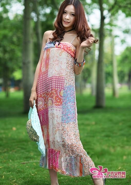 雪纺 面料的波西米亚长裙,在不同颜色 搭配 的设计