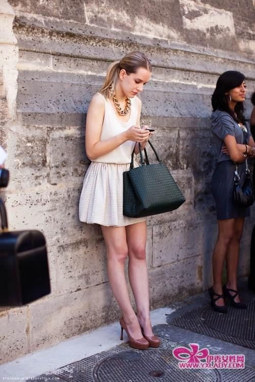 【欧美街拍】全球潮人街拍秀出美包搭出街