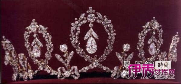 西尔维娅/格雷丝王妃的这顶王冠由铂金小颗红宝石和三颗大钻石镶嵌而成