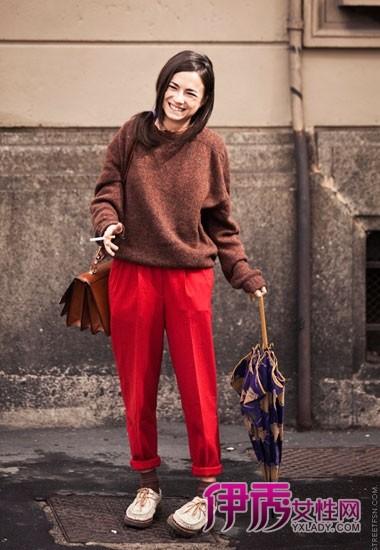 红色宽松西裤搭配复古豆豆鞋