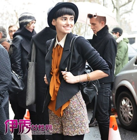 女装 高级/2012春夏高级定制秀的完美落幕,在法国巴黎的时尚秀场上又是一...