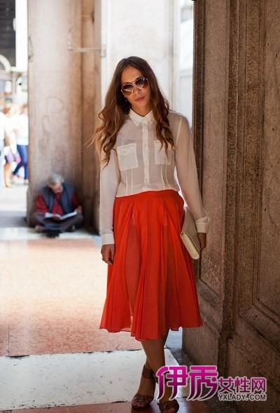 多彩长裙配什么上衣 欧美街拍美女完美演绎