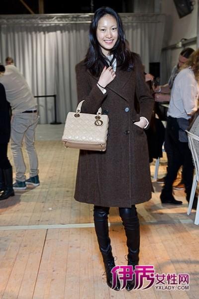 美女超模私下街拍 爱上dior包包