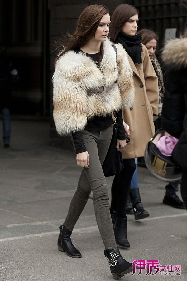 米兰/【图】米兰时装周街拍紧身裤和宽外套的显瘦策略02