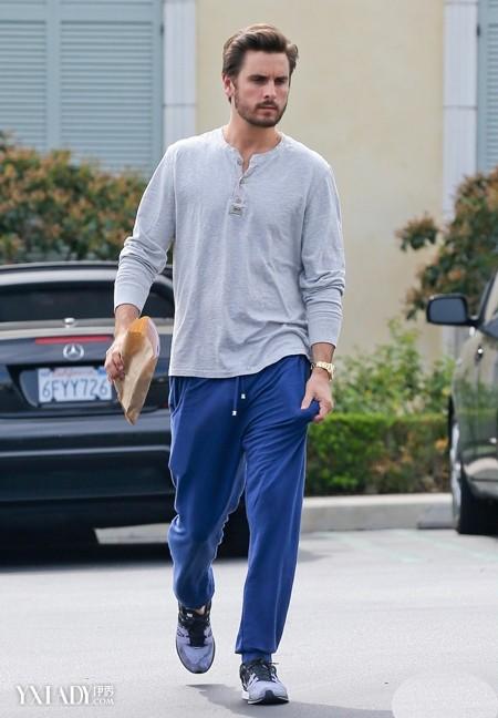 最新一辑欧美明星街拍,型男们出街就是t恤牛仔裤运动裤,简单时髦一步图片