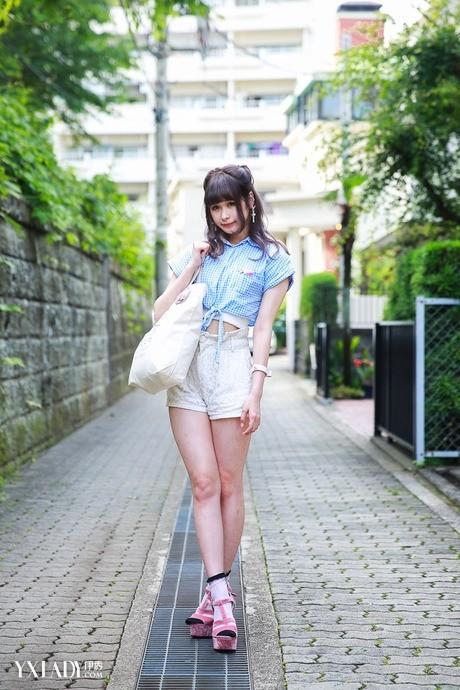 日本街拍美女短裤搭配俏皮东瀛味