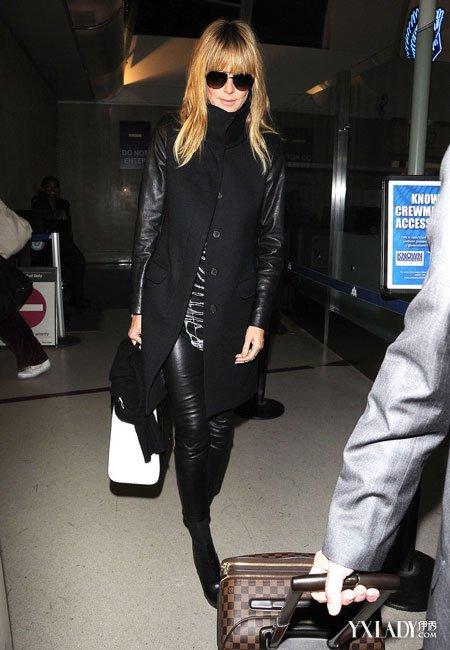 超模海蒂·克劳姆身穿一件呢子拼接皮衣冬装外套,all black搭配十分有图片