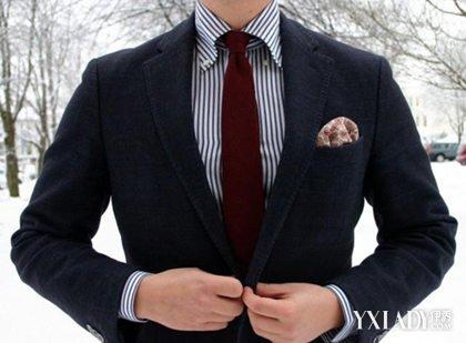 蓝白直条纹衬衫,搭配百搭-当直条纹衬衫遇上西装外套 如何搭配时尚