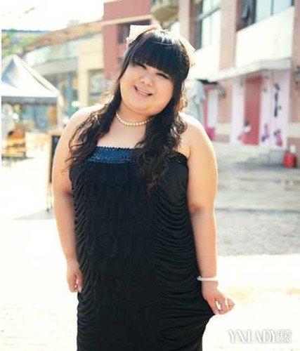 夏季胖人穿衣搭配图片展示 胖妞搭衣服小技巧