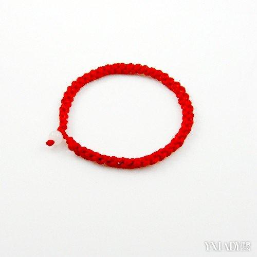 【图】手链编织方法 几秒快速教会你编制红绳手链!
