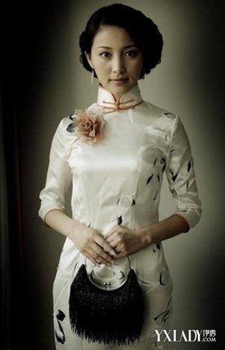 旗袍上的扣子是盘扣,它的制作方法主要是用称为