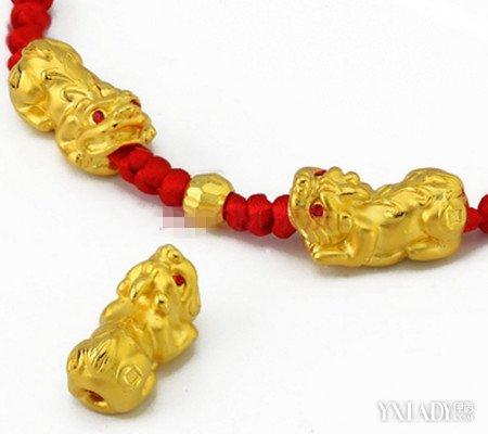 【图】黄金貔貅红绳手链寓意什么 貔貅吞万物