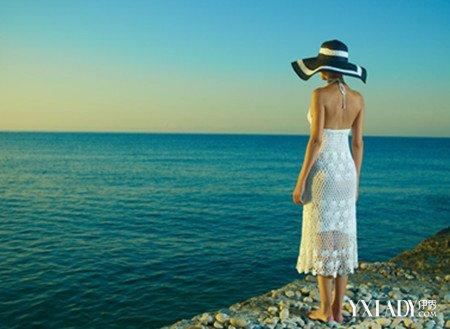 【图】女生戴帽子背影图片欣赏 8个帽子打扮使你更具魅力