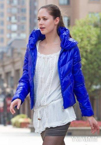 【图】搭配浅蓝色羽绒