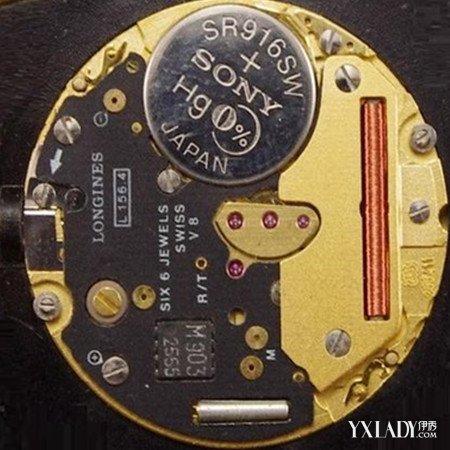它为一块集成电路和一个石英谐振器提供能量