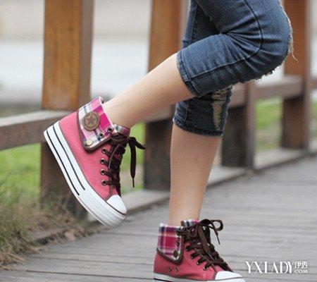 韩国街拍高帮匡威吸引关注 说说匡威帆布鞋选购和保养知识图片