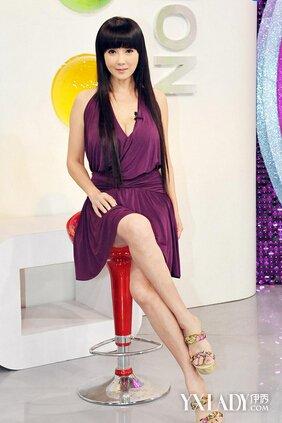 服饰 流行服饰 明星装扮 / 正文  丁国琳高跟鞋 丁国琳,出生于1967年6