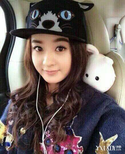 【图】赵丽颖戴帽子自拍照 显清纯可爱