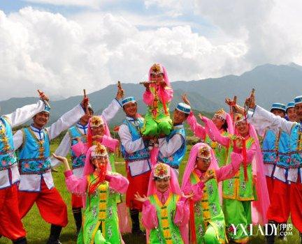 东乡族服饰图片欣赏 领略不一样的民族风情