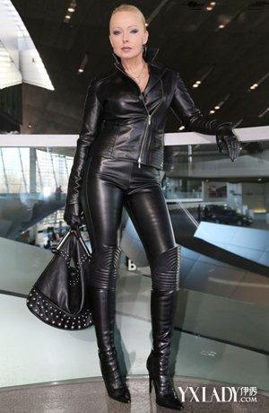 让我们来看看穿着皮衣皮裤的美女们是怎么
