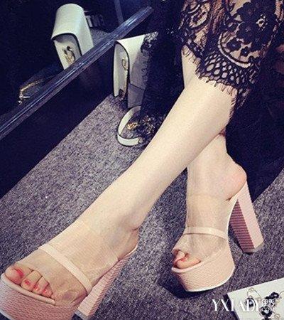肏女人吃美脚_【图】新凉鞋女图片欣赏 4款女人凉鞋美脚搭配图片抢先看