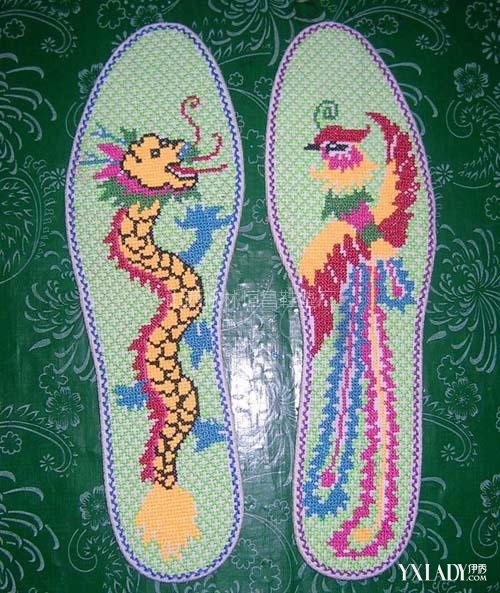 玫瑰花图案十字绣鞋垫展示