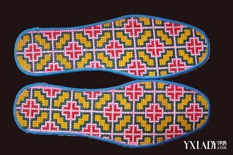 十字绣鞋垫第二种绣法是平针绣法,是将选好的十字绣鞋垫图案草稿勾画