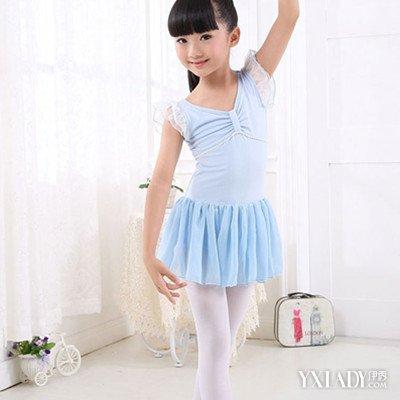 小女孩穿芭蕾紧身衣_小女孩芭蕾舞白袜脚图片_小女孩芭蕾舞白袜脚图片下载