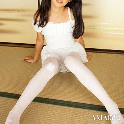 【图】小女孩穿裤袜的图片欣赏 穿裤袜必须要注意的事项