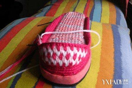 鞋子 / 正文  钩毛线拖鞋图案图解 主要工具有;毛线,鞋底,钩针,黑色