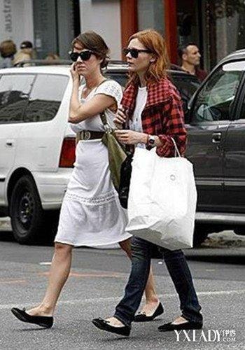 欧美黑色单鞋时尚街拍 下一秒瞬变Queen图片