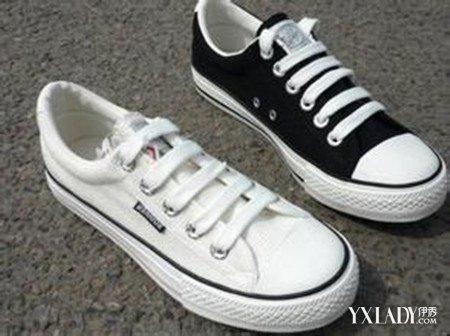 4孔鞋带的系法图解说明二:结束上面的步骤后,继续将长端的鞋带从左边图片