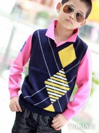 【图】小男孩毛衣背心搭配 让你的宝宝温暖帅气过冬