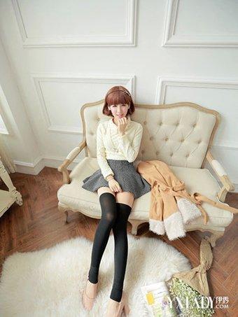 【图】蓝白条纹长筒袜搭配大全 四种穿法甜美可爱又时尚