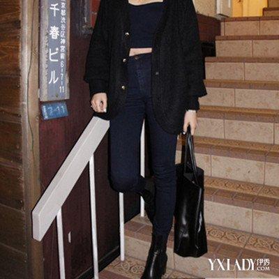 女款高弹力修身牛仔裤搭配 时尚又潮流