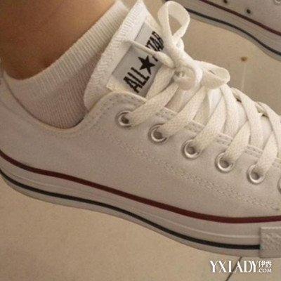 白袜子帆布鞋搭配是当前流行的服饰搭配的元素