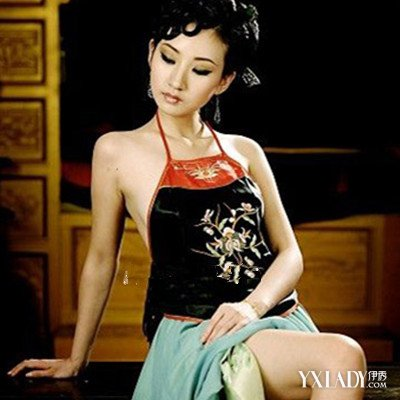 【图】裙魅古装抹胸美女图片观赏