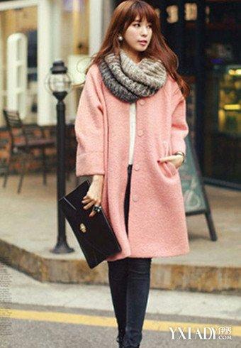 粉红色大衣如何搭配_粉红色的大衣配什么颜色的围巾好?