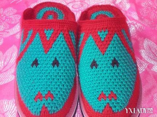 鞋子 / 正文  用毛线,晴纶线等各种线钩织的手工拖鞋,这种拖鞋花样