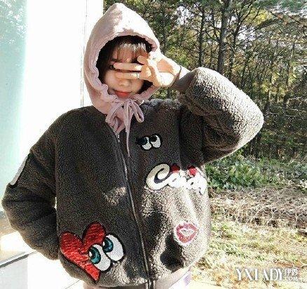 【图】冬日拉链丝袜女生显得可爱俏皮穿出文女孩校服外套英国图片