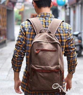 【图】街拍男士背包双肩包 3款完美双肩包让你