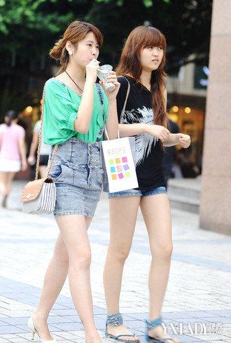 韩国风景街拍图片展示 教你挑选合适自己的衣服图片
