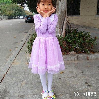 白色裤袜是指白色的丝袜,多由天鹅绒制成,是丝袜的一种,常见小女孩穿