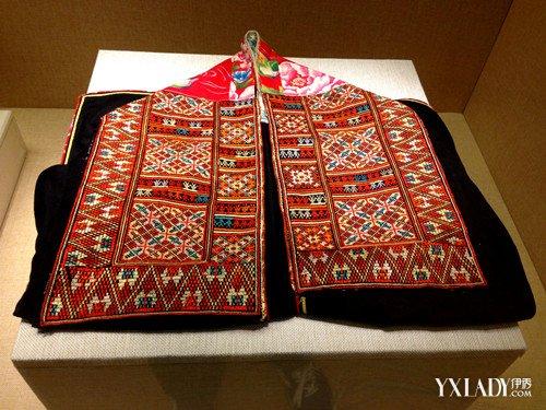 瑶族妇女善于刺绣,在衣襟,袖口,裤脚镶边处都绣有精美的图案花纹.