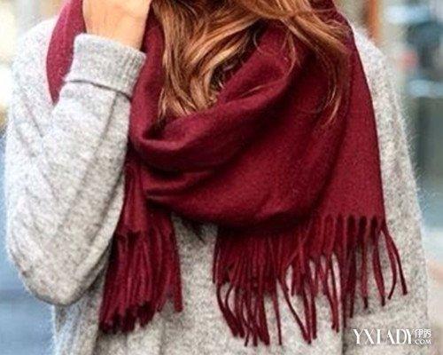 【图】枣红色围巾搭配方法大全 实用的围巾搭配法则