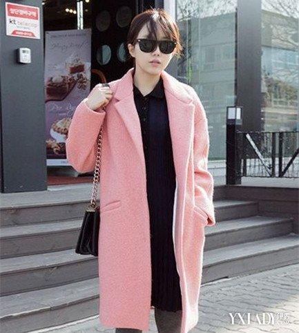 粉红色大衣如何搭配_粉色毛呢大衣怎么搭配好看