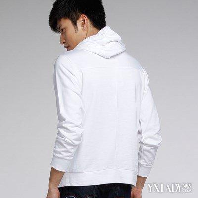 白色卫衣里面穿什么好看 卫衣的潮流穿搭方法